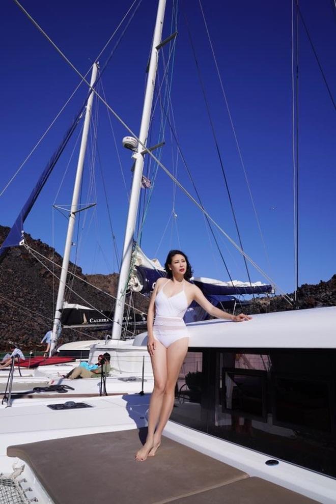 Hoa hậu Hà Kiều Anh U50 vẫn bốc lửa với bikini nhờ điều này