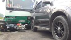 Xe buýt cuốn hàng loạt xe máy, nhiều người bị thương