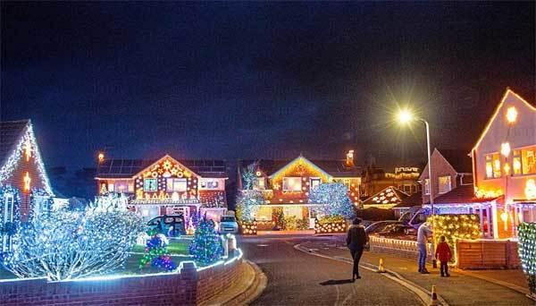 Ngắm những con đường đẹp lung linh mùa Giáng sinh