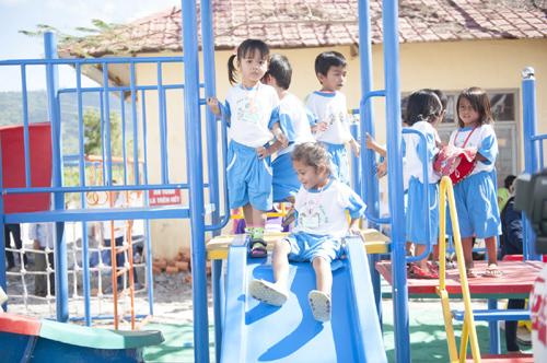 Trẻ dân tộc Rai hân hoan đón trường mới