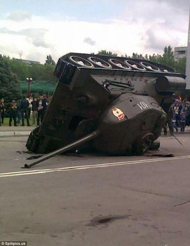 Bi hài những cỗ xe tăng chưa ra trận đã gặp họa
