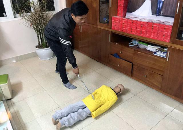 Bố đẻ, mẹ kế bạo hành con dã man sẽ bị phạt tù?