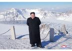 Kim Jong Un chinh phục đỉnh núi cao nhất Triều Tiên