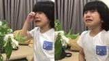 Con trai Duy Mạnh khóc nức nở khi nhìn thấy hoa héo