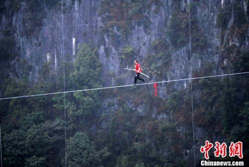 """""""Người liều mạng nhất Trung Quốc"""" chết vì ngã lầu"""