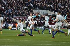 """Được trọng tài """"cứu"""", Chelsea vẫn thua đau West Ham"""