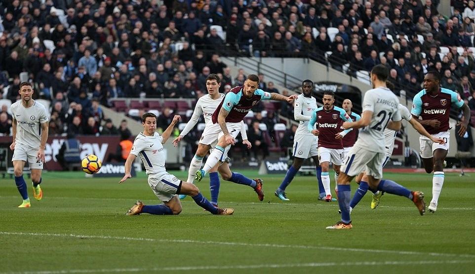 Được trọng tài 'cứu', Chelsea vẫn thua đau West Ham