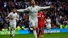 """Ronaldo lập cú đúp """"rửa"""" QBV, Real phả hơi nóng vào gáy Barca"""