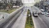 Tai nạn bất ngờ vì chiếc lốp xe lao trúng