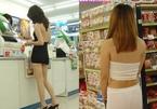 Con gái châu Á mặc đồ ngủ, váy ngắn cũn đi siêu thị