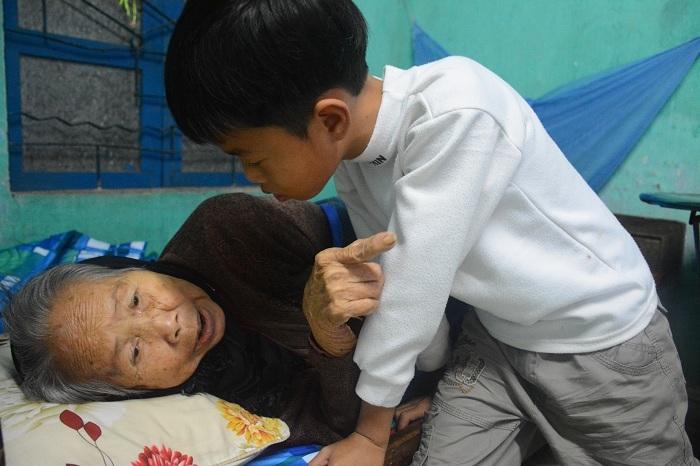 Bác sĩ lý giải cụ bà 90 bất ngờ ngồi dậy lúc gia đình lo hậu sự