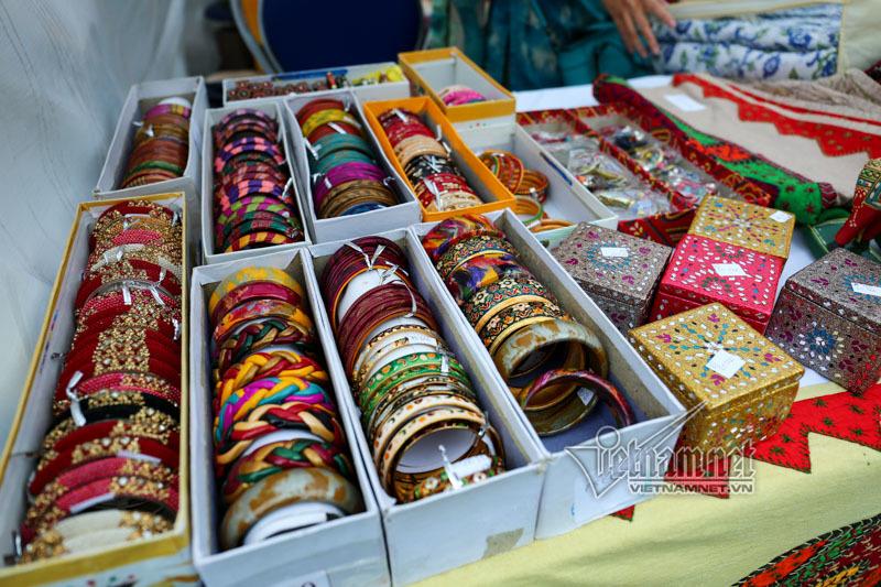 Đi chợ ẩm thực quốc tế cùng phu nhân Phó Thủ tướng