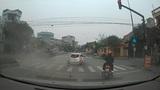 Cận cảnh tai nạn ô tô kinh hoàng ngay giữa ngã tư ở Hải Dương