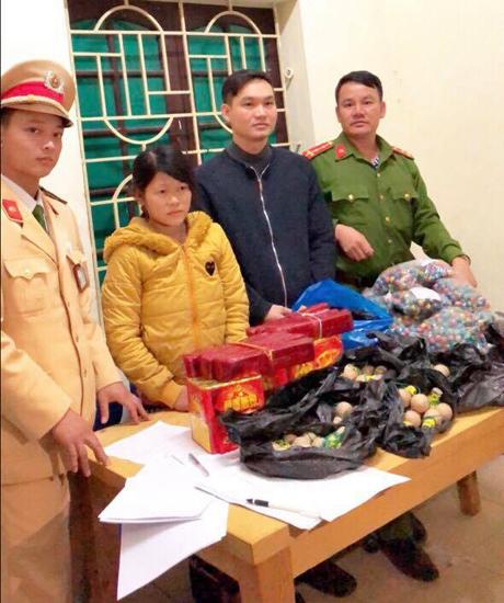 Nghệ An: Cô gái 9X buôn pháo sa lưới