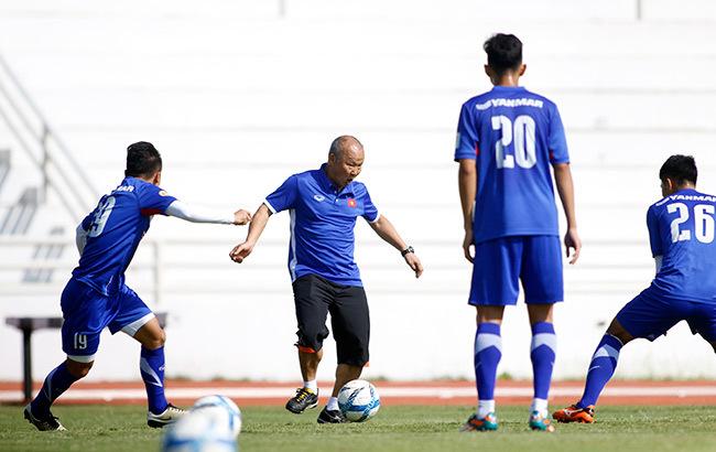 """Chơi đá ma, HLV Park Hang Seo """"đầu hàng"""" Quang Hải, Đức Chinh"""