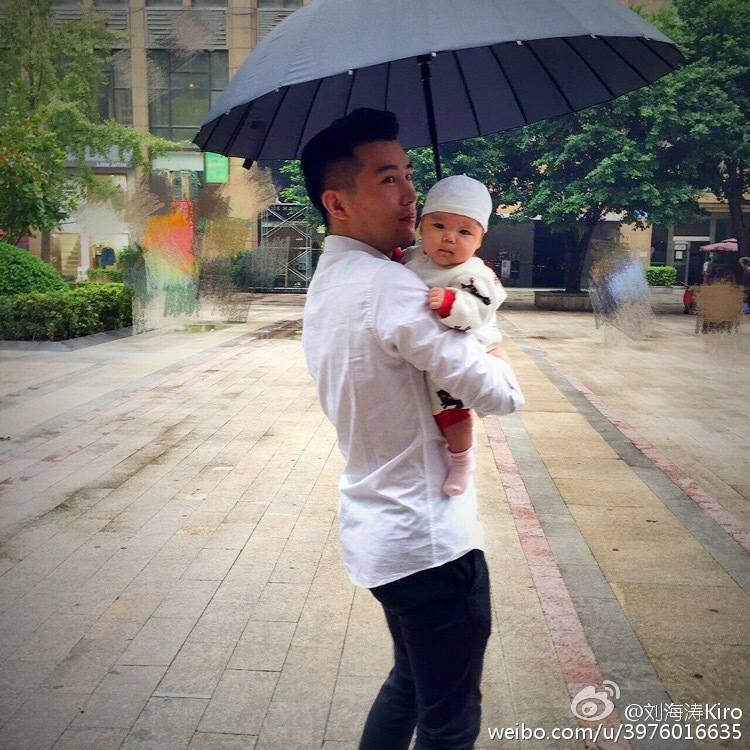 Chàng trai khóc như mưa, ra về cùng cô giáo nhưng kết hôn với bạn gái cũ