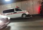 Xe cứu thương chết máy giữa hầm vượt sông Sài Gòn, giao thông tê liệt