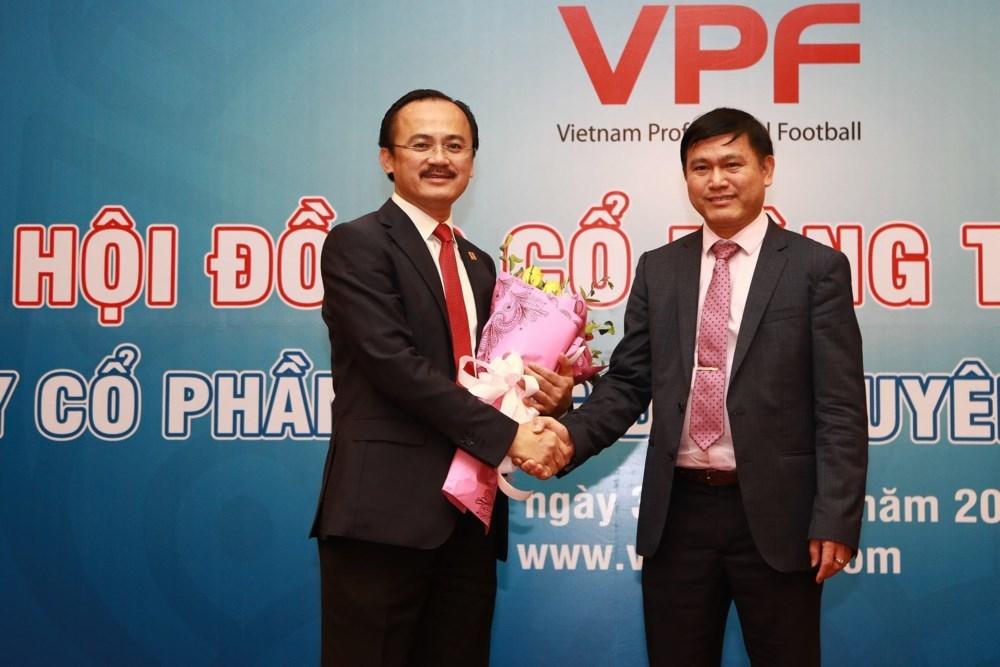 """Bầu Tú """"ôm"""" thêm ghế Tổng giám đốc VPF"""