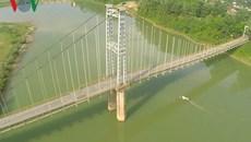Bất lực nhìn 2 nữ sinh nhảy xuống sông Lam tự vẫn