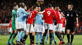 """Loạn đả derby Manchester: Sao MU hiếu chiến """"trả thù"""" cho Mourinho"""