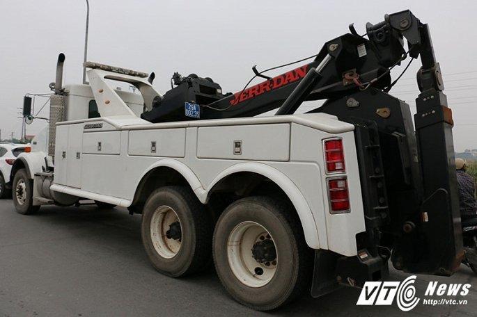 Chiếc xe cứu hộ 'khủng' giá 22 tỷ đồng ở BOT quốc lộ 5 có gì đặc biệt?