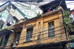 Cảnh sinh hoạt bất ngờ bên trong biệt thự cổ triệu đô ở Hà Nội