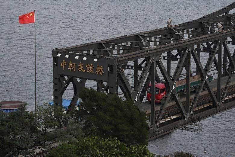 Vì sao TQ đóng cây cầu huyết mạch với Triều Tiên?