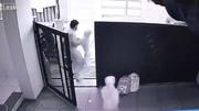 Em bé bị bắt cóc ngay trước cửa nhà giữa ban ngày