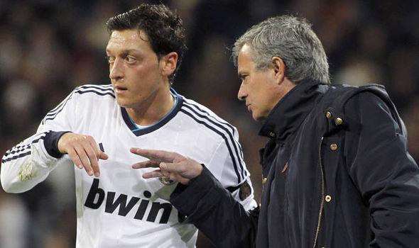 MU khiến Man City phát hờn, Ronaldo đàm phán rời Real