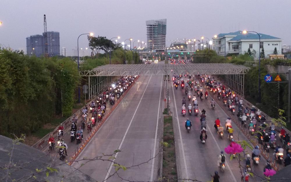 Hầm Thủ Thiêm,ô tô nhường đường cho xe máy,ùn ứ giao thông,Sài Gòn