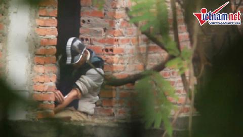 Bóng người bí ẩn trong dãy nhà hoang giữa Hà Nội