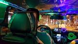 Chiếc taxi màu mè như vũ trường khiến khách ấm lòng
