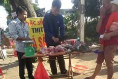 Thót tim cảnh bán cá sấu 'khủng' trên vỉa hè ở Kon Tum