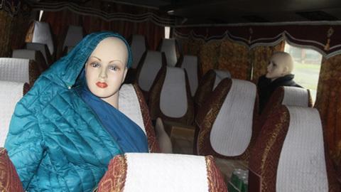 Xe khách dùng ma nơ canh giả người để chở hàng lậu