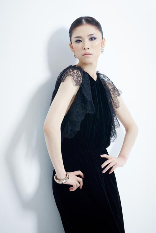 Vẻ đẹp quyến rũ của Hoa hậu Hoàn vũ 10 năm sau đăng quang