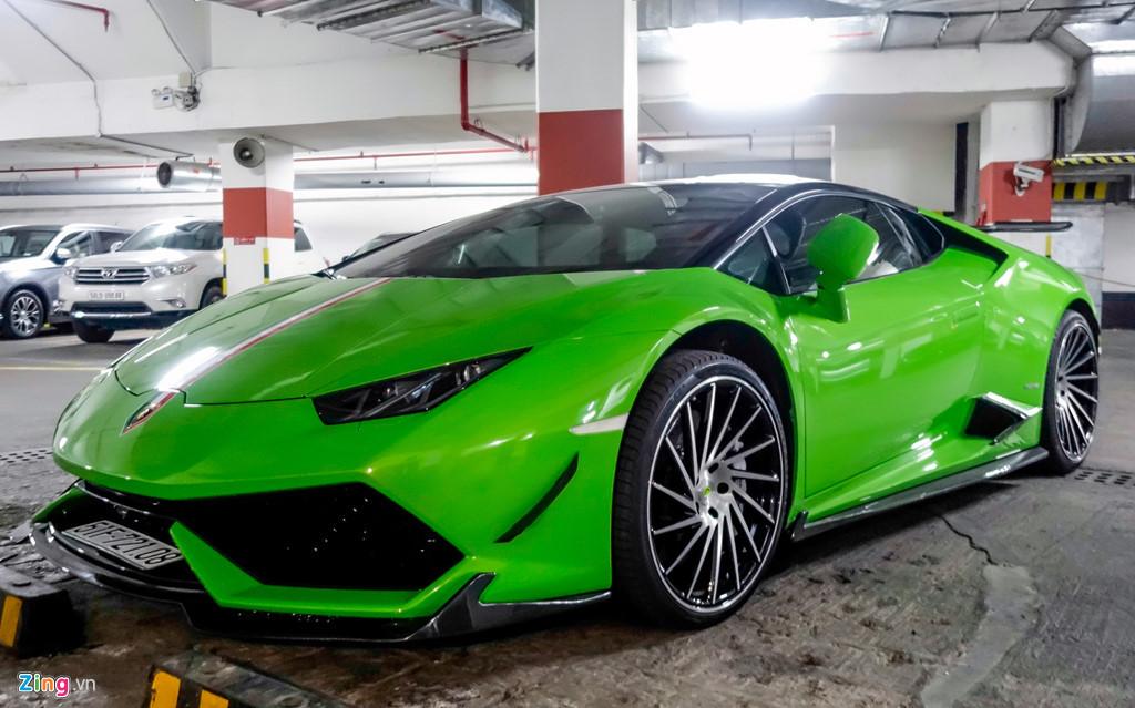 Siêu xe Lamborghini Huracan độ dưới hầm để xe ở Sài Gòn