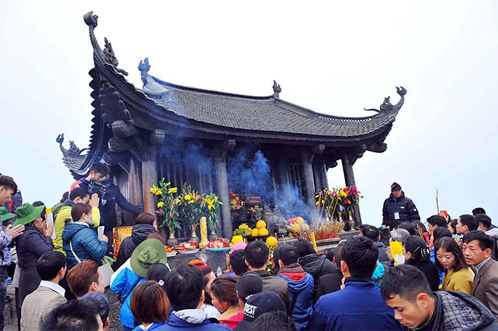 2018: Thu phí tham quan danh thắng Yên Tử