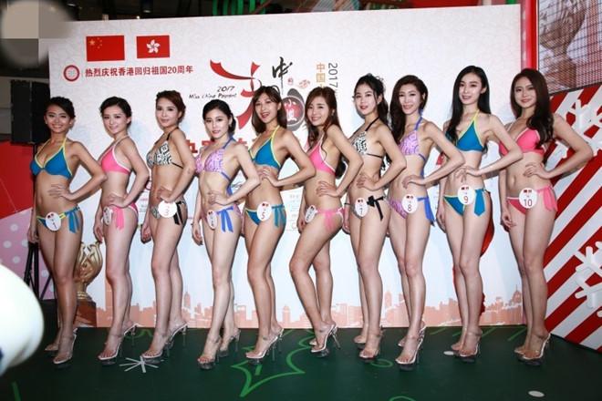 Thí sinh Hoa hậu Trung Quốc phải mặc bikini diễn ở trung tâm mua sắm