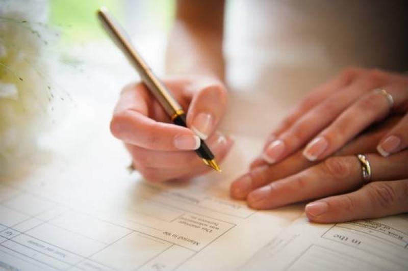 Muốn đăng ký kết hôn lần hai nhưng vẫn chung hộ khẩu với chồng cũ
