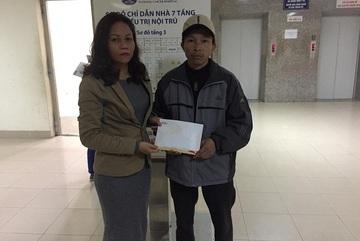 Trao hơn 12 triệu đồng đến bé Trần Hoài Giang mắc ung thư xương