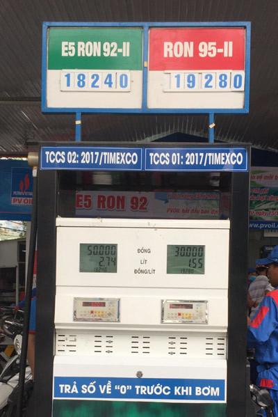 PV Oil bán đại trà xăng E5 rẻ hơn 1.000 đ/lít
