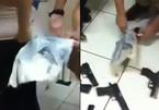 Người phụ nữ giấu loạt súng ngắn quanh thắt lưng bị bắt