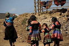 Thất học – lao động giản đơn – thu nhập thấp - nghèo