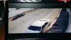 Loạt ô tô tan nát vì bức tường lớn bất ngờ đổ sập xuống đường
