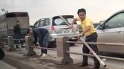 Triệu tập tài xế tháo dải phân cách cầu Thanh Trì