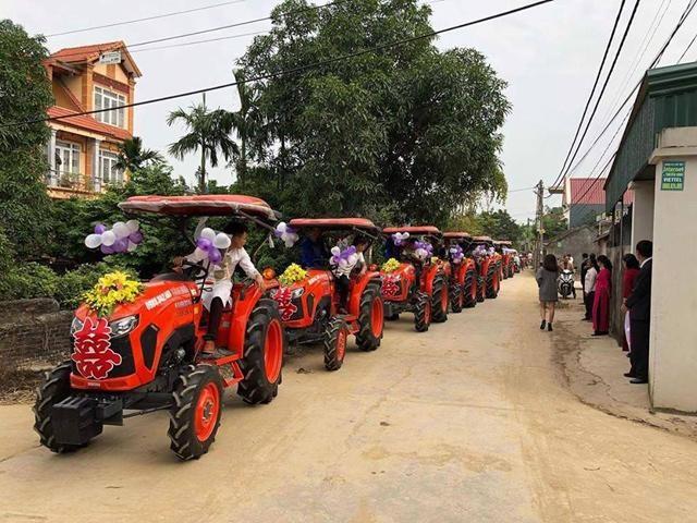 """Những màn rước dâu bằng dàn xe hoa """"độc"""" nhất Việt Nam"""
