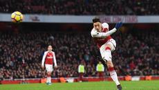 """Ozil lập siêu phẩm, Arsenal bắn hạ """"Chích chòe"""""""