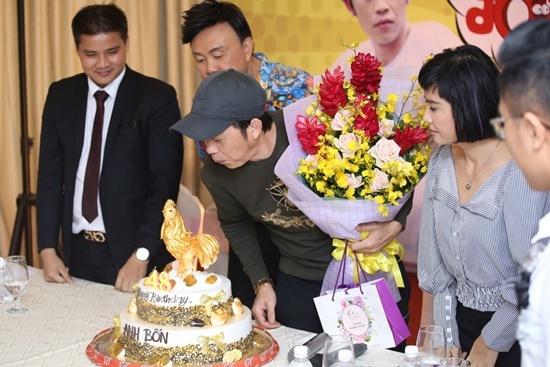 Tiec sinh nhat bat ngo danh cho danh hai Hoai Linh