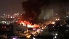 TP.HCM: Cơ sở đệm mút bốc cháy rừng rực