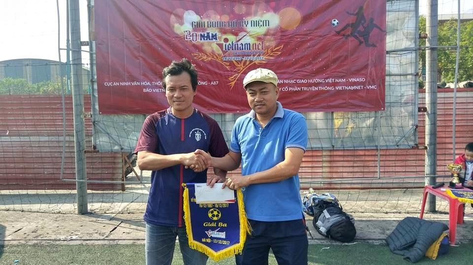 Giao hữu bóng đá nhân dịp kỷ niệm 20 thành lập Báo VietNamNet